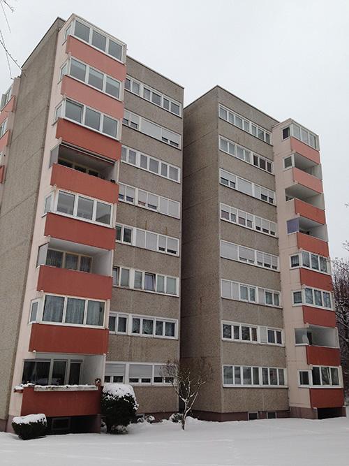 Viele Hochhäuser sind mit Waschbetonplatten verkleidet. Oftmals wurden bei der Herstellung dieser Platten...