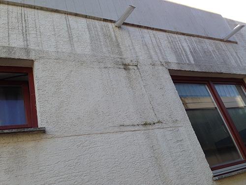 Hier riss die Fassade aufgrund fehlerhafter Ausführungen. Das Resultat...