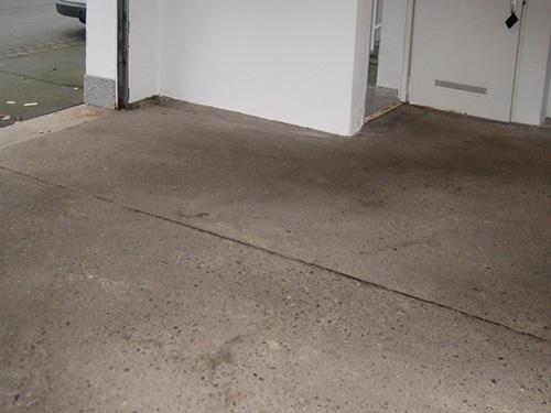 Rohe Böden, unverhandelte Stoßstellen oder schlechte technische Detaillösungen bieten eine breite angriffsfläche für Feuchtigkeit und Witterung.
