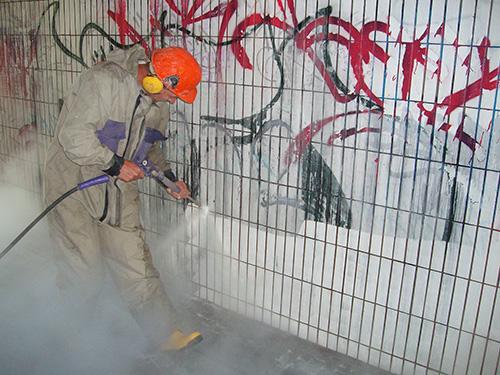 ...mit unseren Hochdruckdampfgeräten konnten wir mittels 300 bar Wasserstrahlen die Wände säubern.