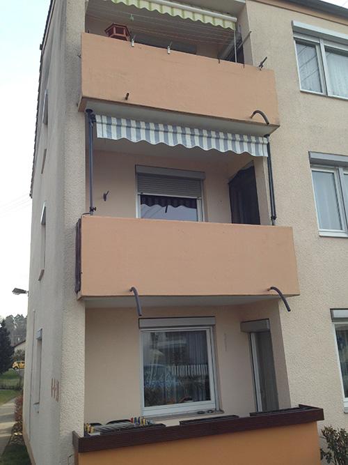 ... Der Flaschner: Die alten Wasserspeiher der Balkone waren nicht nur unschön, sondern auch technisch veraltet...