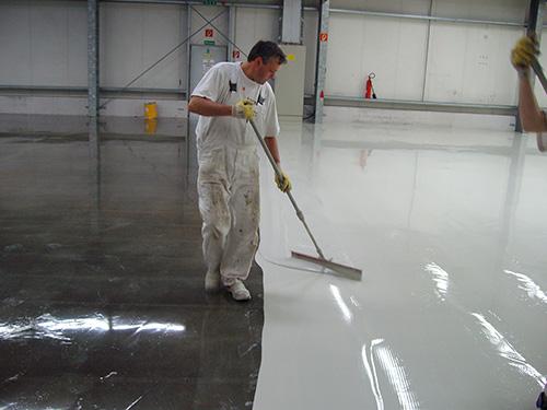 In dieser Industriehalle haben wir eine hoch beanspruchbare Bodenbeschichtung eingebracht.
